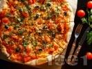 Рецепта Италианска пица с аншоа, домати и кашкавал (с домашно тесто с мая)